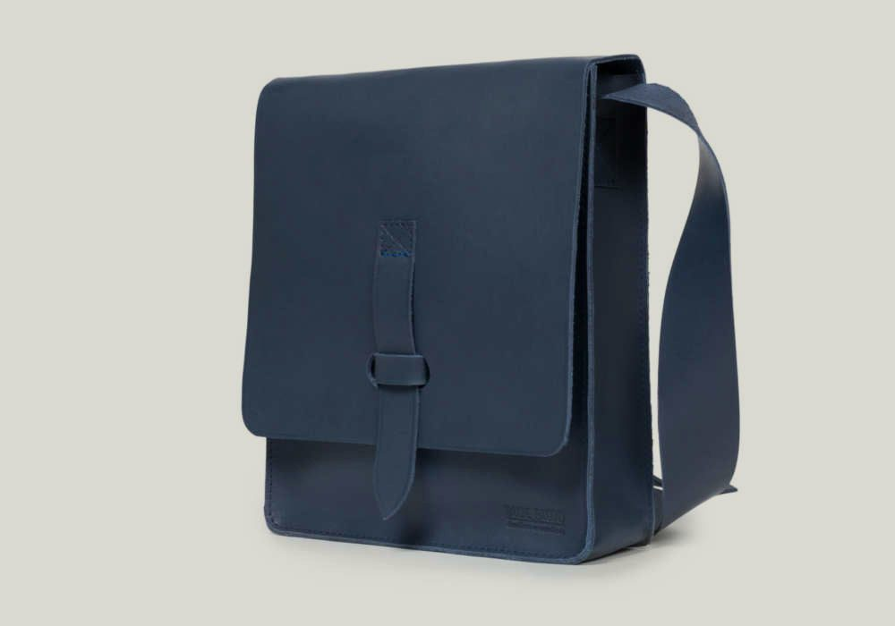 messenger bag Kuriertasche leather leder blue blu